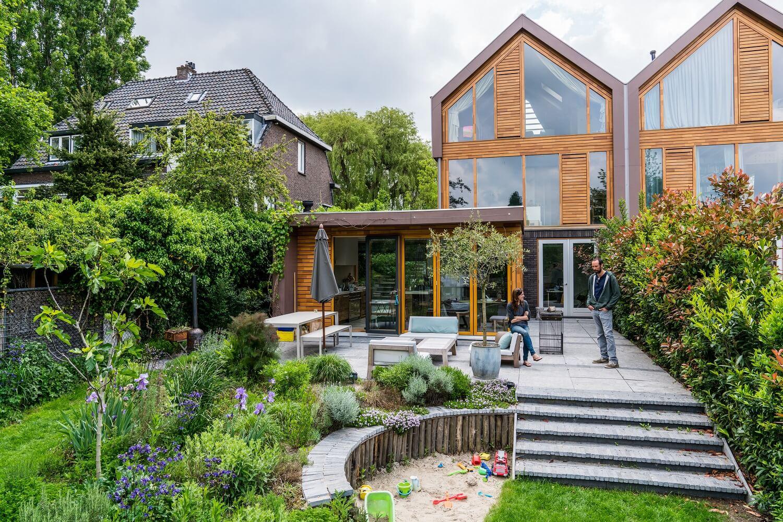 De glooiende nutstuin van tuinontwerpers Eric van Ulden en Marieke de Keijzer.